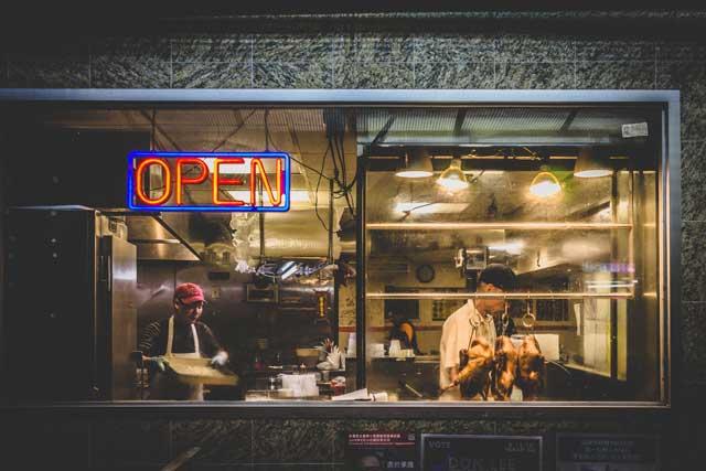 オープンしている飲食店