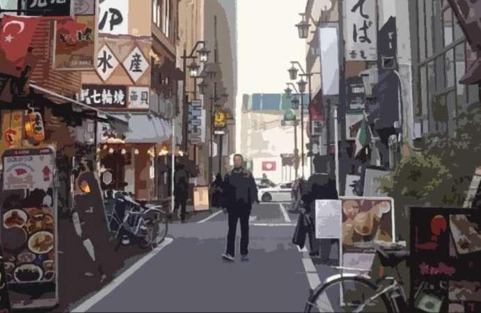 店舗物件が見つからず街を歩く開業者