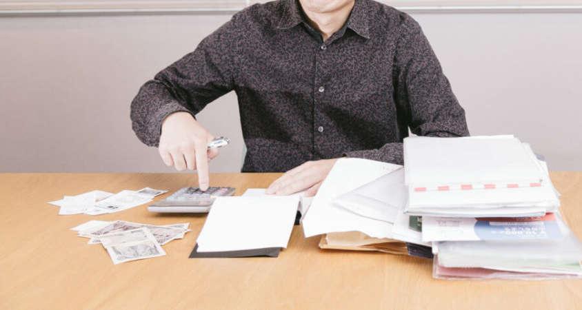 保険の積立金を確認する開業者