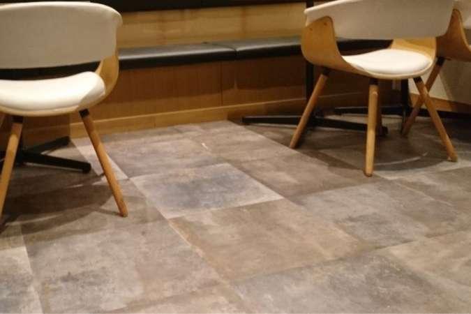 人工素材 塩ビタイルの床